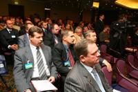 Участники конференции слушают Феликса Любашевского