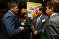 Вице-президент ТНК-BP общается с подрядчиками
