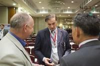 Павел Жельвис общается с участниками конференции