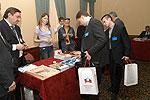 Участники знакомятся с изданиями Торгово-промышленной Палаты