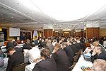 Участники совещания слушают доклад английской компании